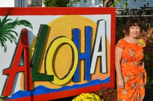 Ate Sally managed to post next to the Aloha sign. She volunteered for hours to cook and serve the food for 150 people.