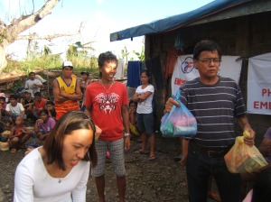 Volunteers including the Worldwide Filipino Alliance (WFA) handing out relief goods