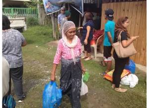 Filipino Muslim woman receiving food packages during Ramadan