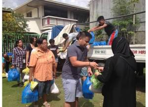 (left to right): E Armea of Kaluluwa Kolectivo and Marc Butiong, NEXTGEN Fellow distributes food packages to indigent Filipino Muslims in Iligan City, Philippines July 2015